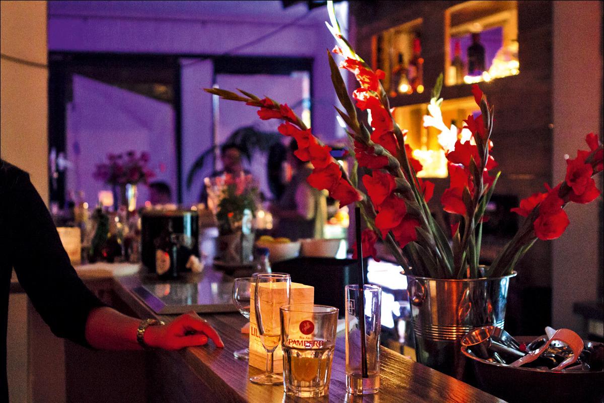 Cocktailbar Zuhause cocktailbar zuhause seit monaten ist der erste cocktail mit eis auf